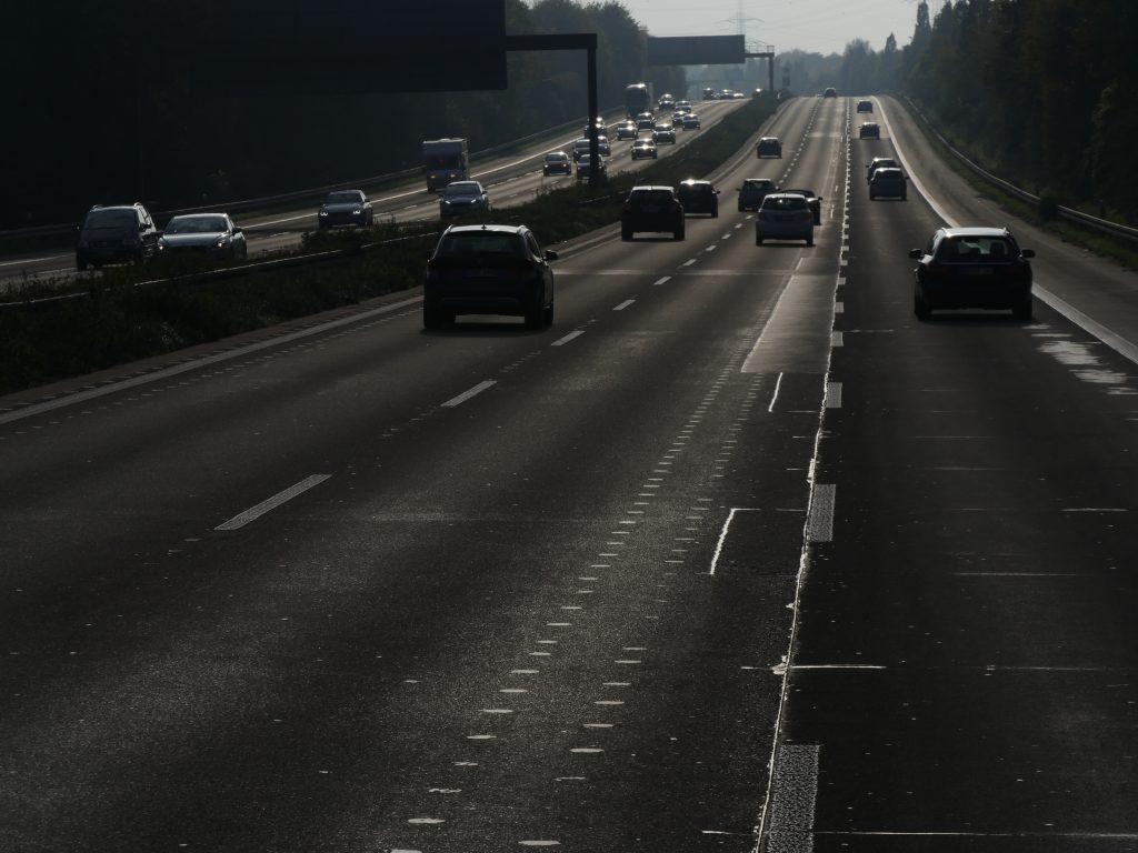 Autobahnen zerschneiden die Landschaft und versiegeln den Boden - Foto: Frank Möller